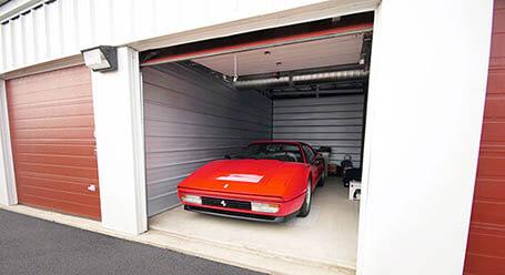 StorageMart en Highway 6 en Avon Estacionamiento de autos