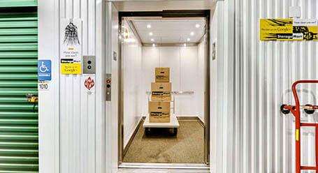 StorageMart en Highway 6 en Edwards Acceso al elevador