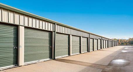 StorageMart en Holmes Road en Leawood almacenamiento accesible en vehículo