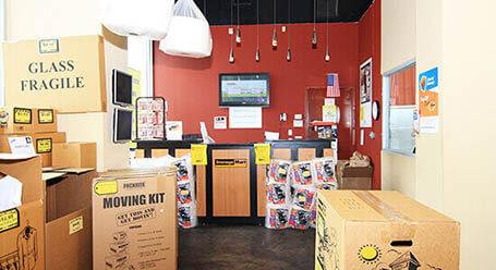StorageMart en Jamacia Ave en Hollis Queens instalación de almacenamiento