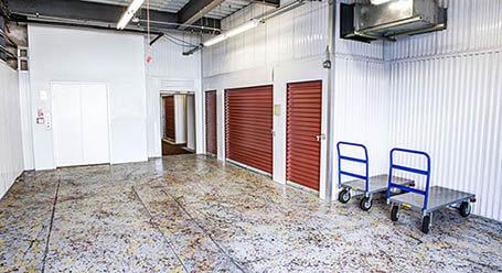 StorageMart en North 004 Route 59 en Elgin Zonas de carga cubiertas