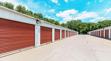 StorageMart en Northwest Jefferson Street en Grain Valley almacenamiento accesible en vehículo