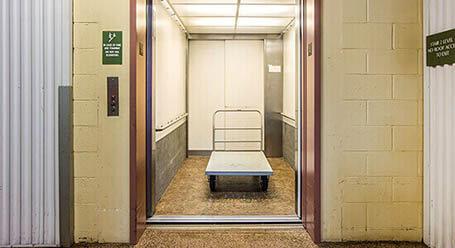 StorageMart en Soquel Drive en Santa Cruz Almacenamiento Acceso al elevador