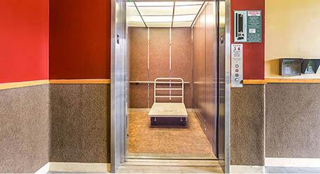 StorageMart en Westgate Drive en Watsonville Acceso al elevador