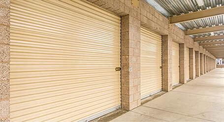 StorageMart en Westgate Drive en Watsonville almacenamiento accesible en vehículo