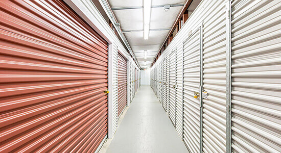 StorageMart - Unidades de self storage cerca de Martin Luther King Jr Pkwy & Urbandale Ave In Des Moines, IA