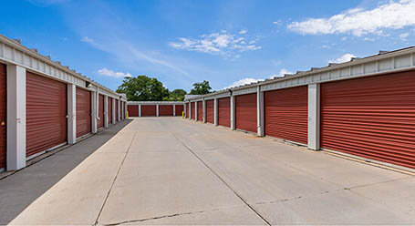StorageMart on Cornhusker Highway in Lincoln Drive-up Units