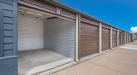 StorageMart on SE Delaware Ave in Ankeny Drive-Up Units