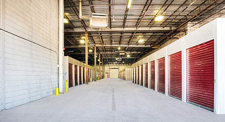 StorageMart on Shermer Road in Northbrook Drive-through Loading Bay
