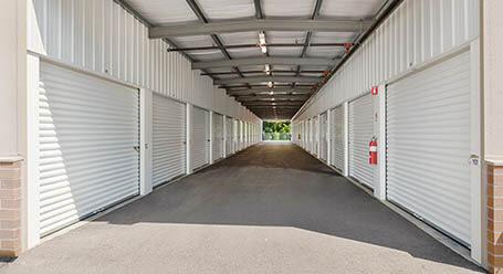 StorageMart on Stoughton Ave in Chaska Drive-thru Loading Bay