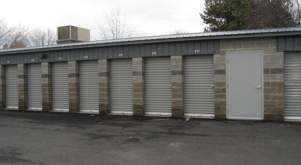 Row of self storage units in Kennewick, WA
