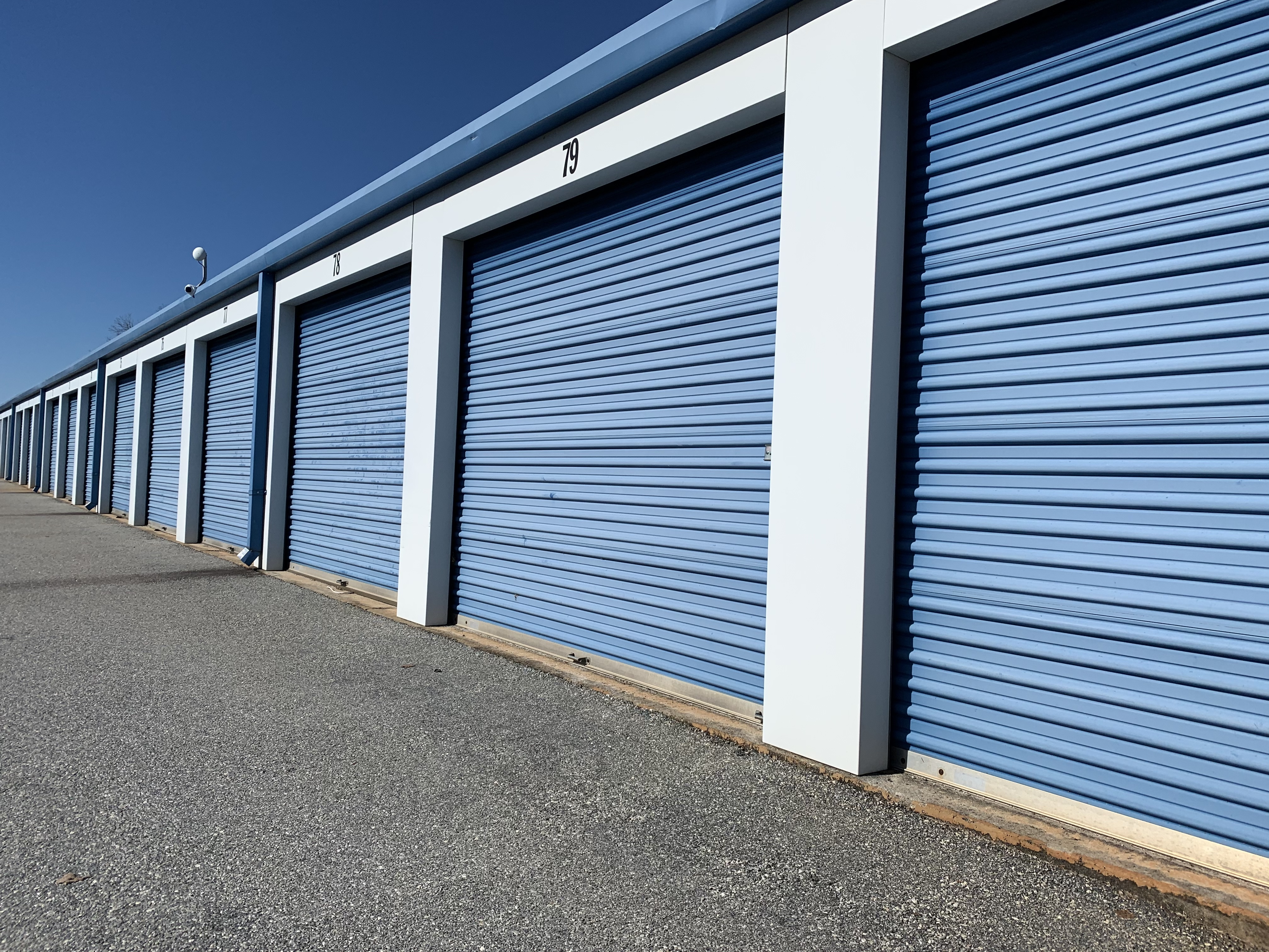 self storage unit with drive up access