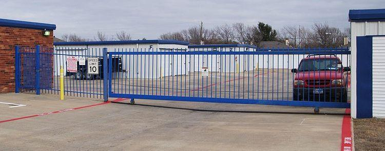 Securely fenced and gated storage facility in Arlington, TX