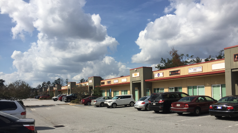 Parking available for office suites in Fayetteville, GA