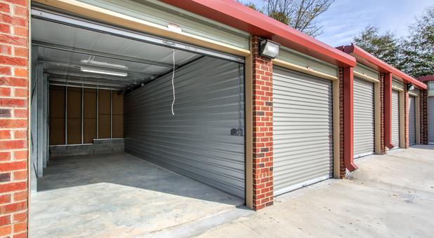 Drive up storage units Tyrone, GA