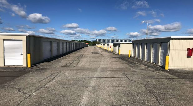 wide driveways for easy moving and drive up access