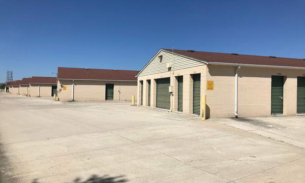 Variety of storage units and lockers at Stop-N-Stor - Oregon