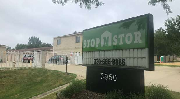 Stop-N-Stor - Stow signage in front of facility entrance