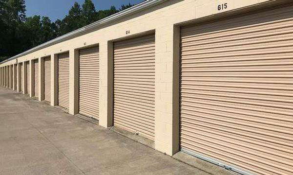 Large drive-up accessible storage units