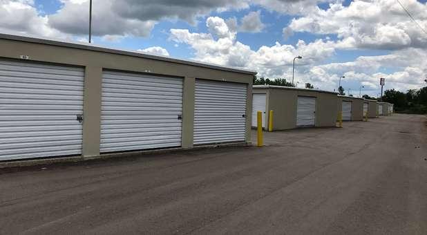 drive up storage units at U-Store Self Storage - Davison