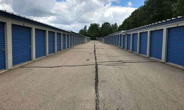 Drive up storage units at U-Store Self Storage - Davison West