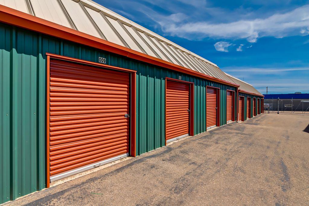 Mini Mall Storage - Redcliff  4 St NE