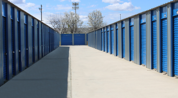 Rows of self storage units in Reedley, CA