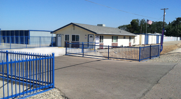 Storland Self Storage Selma Office and Entrance