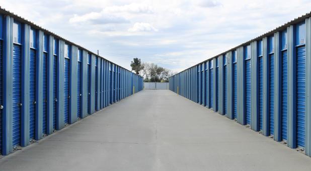 Rows of self storage units in Selma, CA