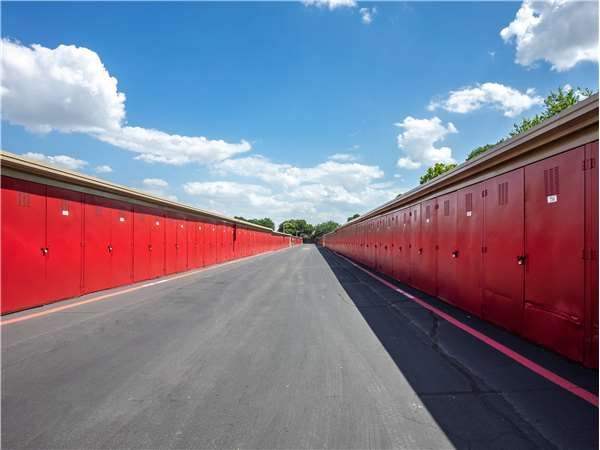 Drive up storage units in Irving, TX