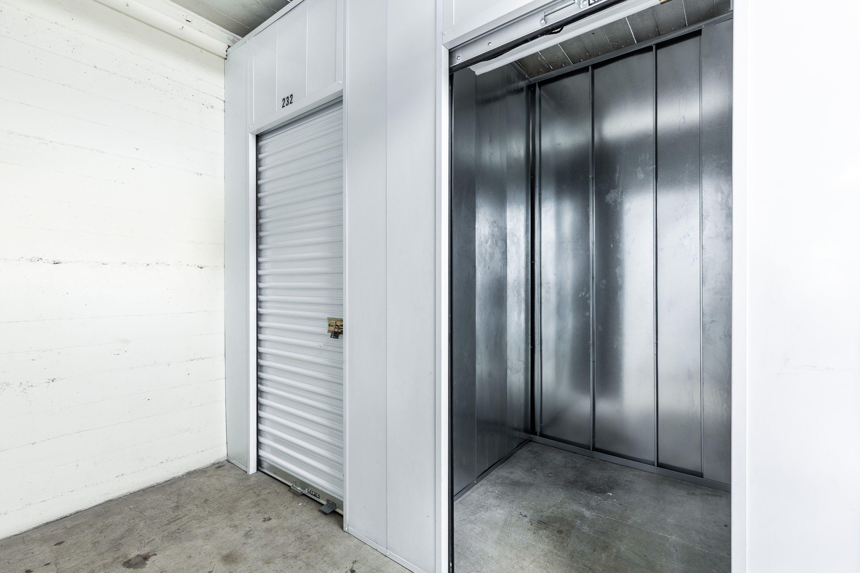 Small Storage Unit in Glendale, CA