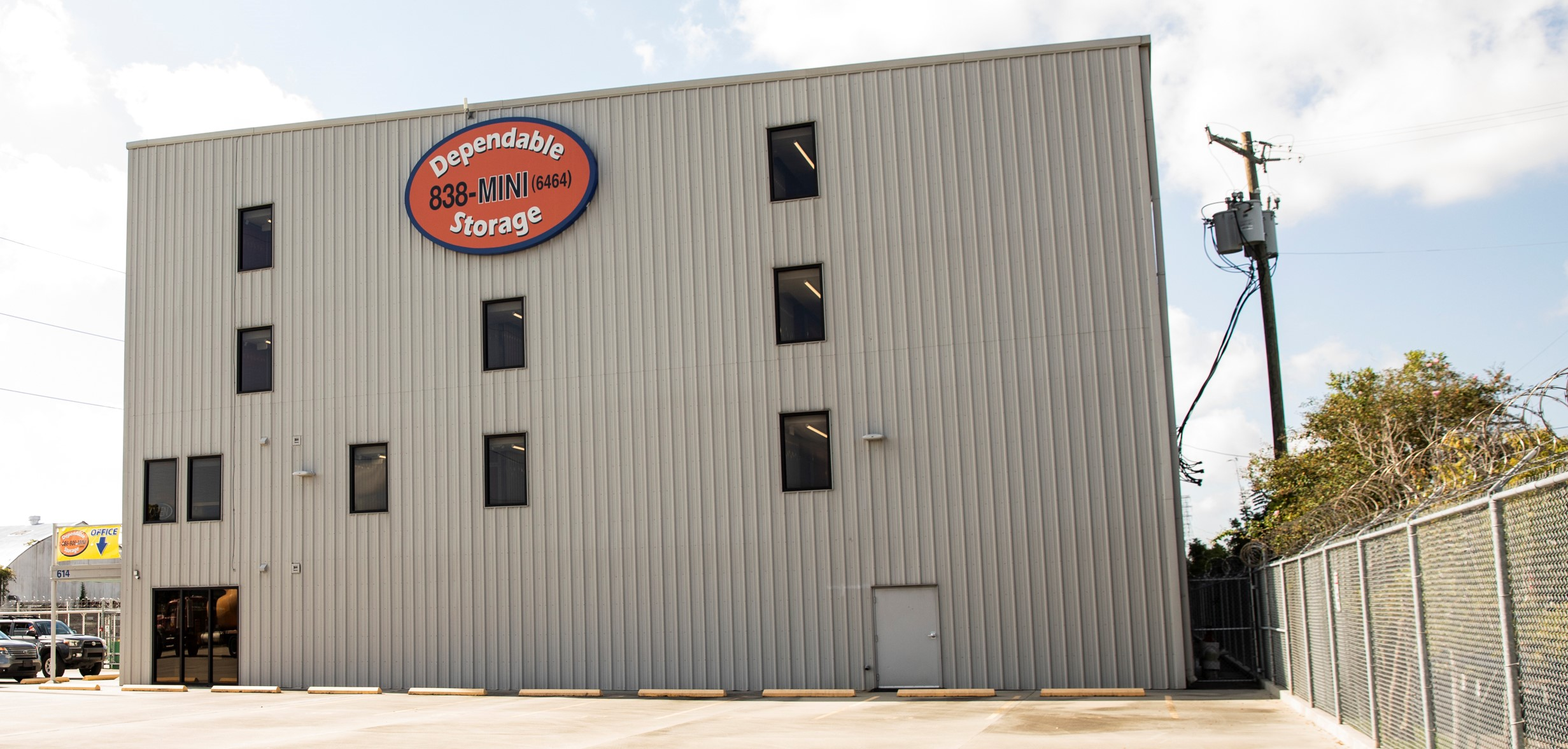 many storage units and parking spaces available jefferson, la