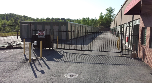 Lumpkin 400 Storage secure gate for 24 hour access