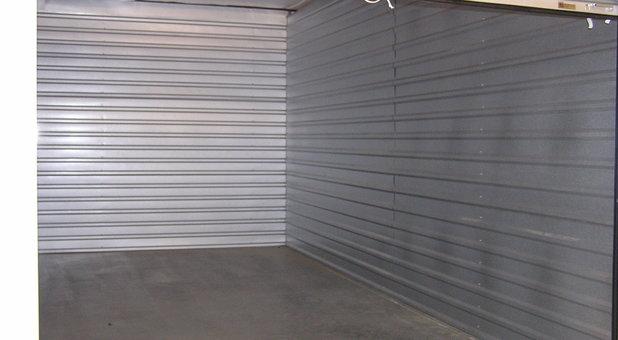 Lumpkin 400 Storage interior of unit