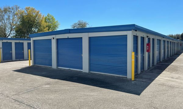 Fort Knox Self Storage of Lady Lake exterior storage units with blue doors