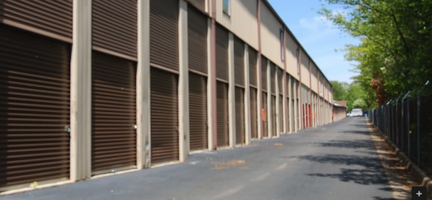Self Storage in Leesburg- Drive up access