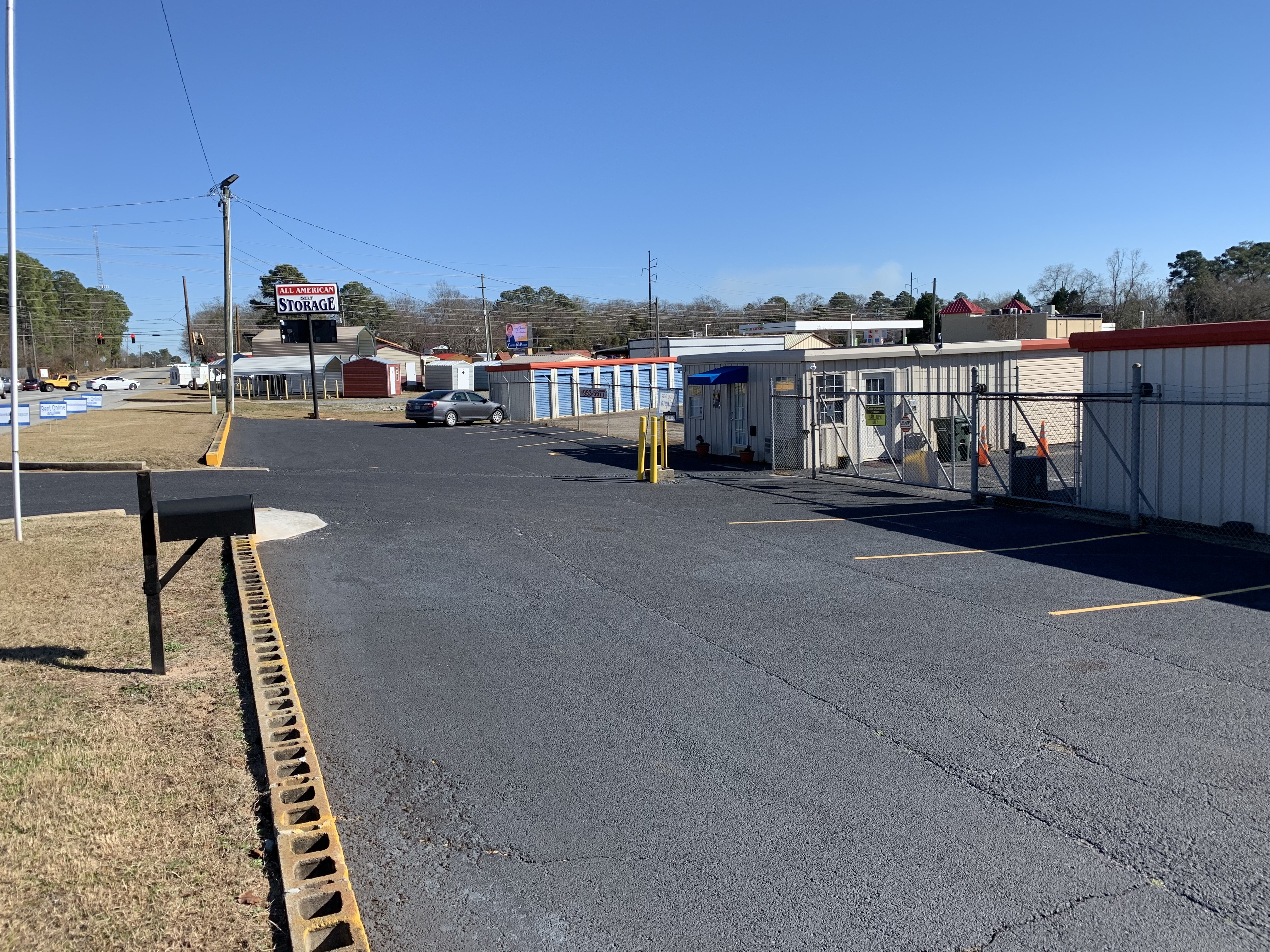 Fenced and gated self storage facility in Warner Robins, GA