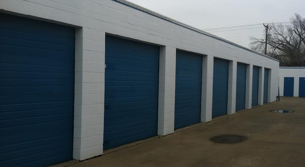 Easy drive-up self storage in Haltom City, TX